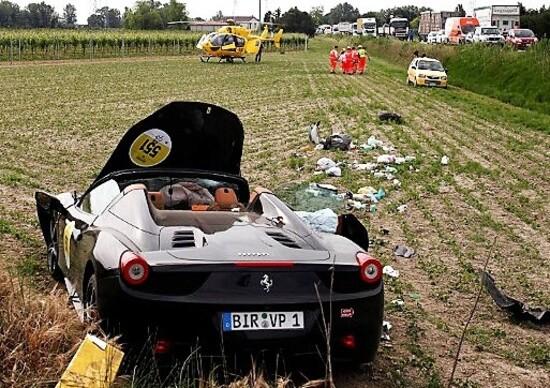 Paura alla Mille Miglia: incidente di una Ferrari con quattro feriti