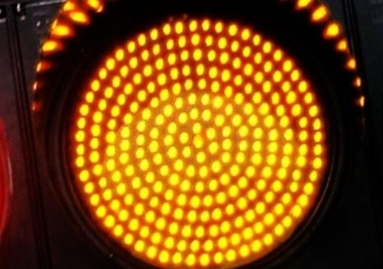 Semaforo: se passi col giallo la multa è valida