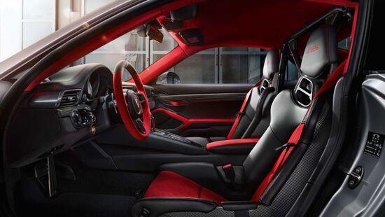 Porsche 911 GT2 RS: nuove immagini della 911 stradale più potente