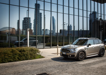 Mini Countryman S ALL4 E, il SUV elettrico attacca la spina [Video]