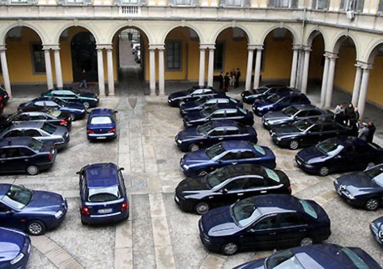 Auto blu sempre di più! Ma non dovevano sparire? Invece aumentano