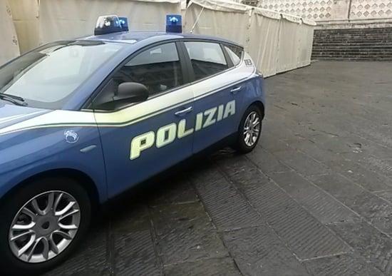 Dimentica figlia in auto, salvata dalla polizia