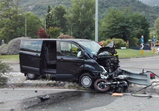 Lite in strada, inseguimento e incidente: muore donna