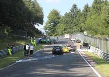 Nürburgring: il mitico percorso bloccato da un incidente con dieci auto