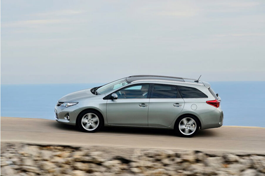 Toyota Auris Station Wagon (4)