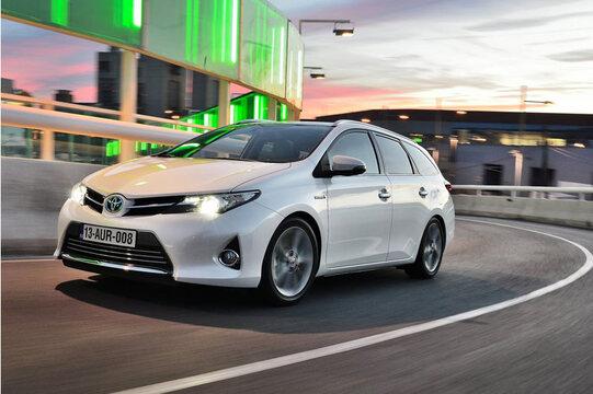 Toyota Auris Station Wagon (5)