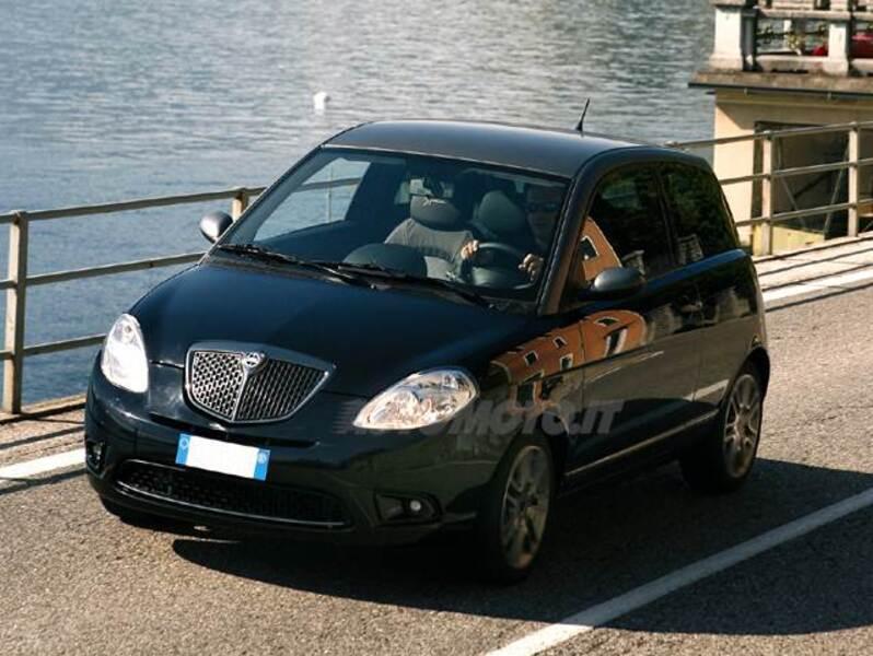 Lancia ypsilon 1 3 mjt 105 cv sport momodesign 12 2008 11 2010 prezzo e scheda tecnica - Lancia y diva 2010 scheda tecnica ...