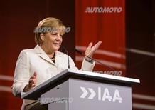 Angela Merkel: «L'industria dell'auto aiuti i rifugiati»