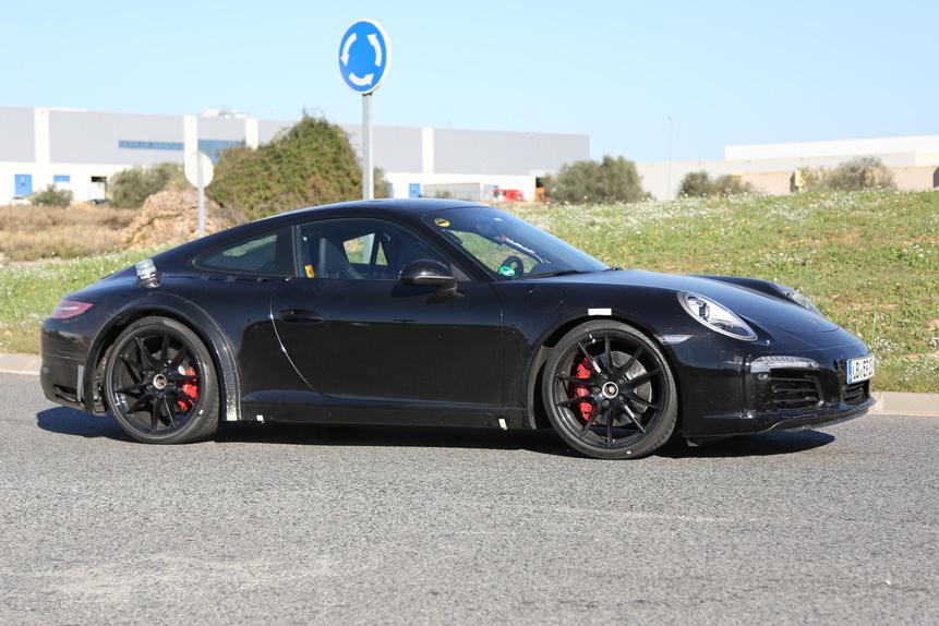 Nuova Porsche 911 2018, ecco il muletto. Sarà ibrida - News - Automoto.it