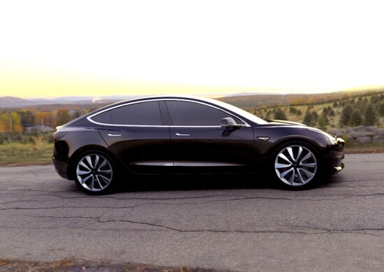 Tesla Model 3, gli ordini salgono a quota 325.000