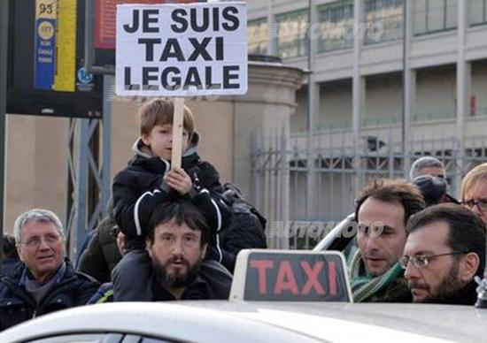 Blocco taxi contro Uberpop a Milano
