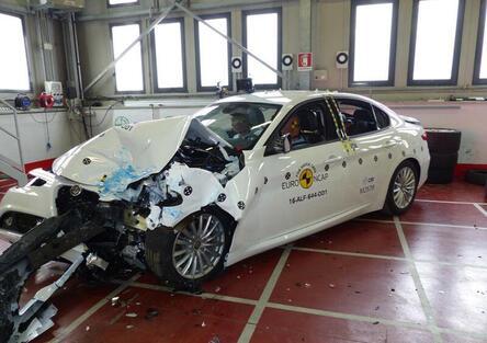 Alfa Romeo Giulia: sicurezza al top con 5 stelle Euro NCAP [Video]
