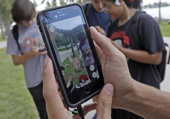 Pokemon Go mania: 2 scooteristi multati a Padova