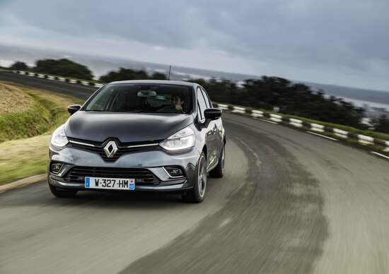 Renault Clio R.S. restyling, luci a LED a scarico Akrapovič