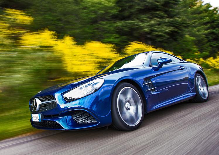 Mercedes-Benz SL 400. Clicca e vivi l'emozione di una supercar