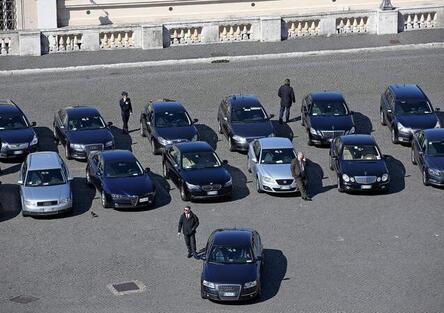 Roma, stop ad auto blu e permessi ZTL per i consiglieri