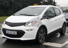 Nuova Opel Ampera-e: nuove foto spia