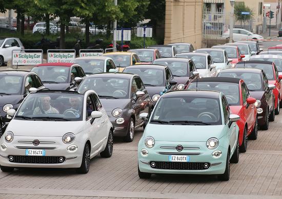 Battibecco social: Fiat, Renault e Mini scatenano l'ironia