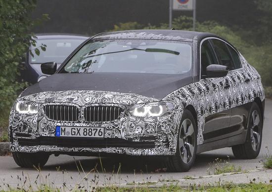 Nuova BMW Serie 5: spiate le versioni ibrida e Touring