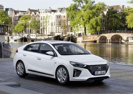 Nuova Hyundai Ioniq, costa meno della Prius