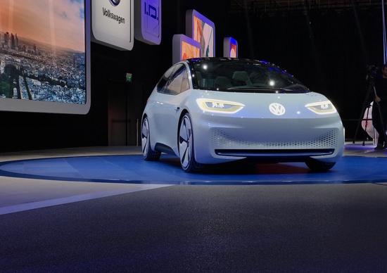Anteprime al salone auto di Parigi, il futuro è elettrico