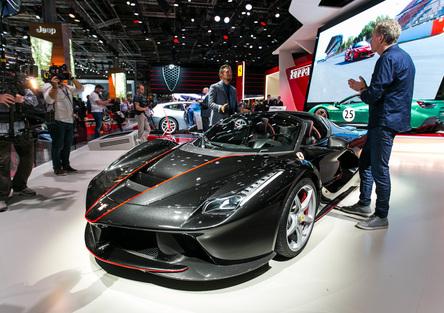 Ferrari al Salone di Parigi 2016 [Video]
