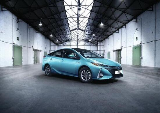 Salone di Parigi 2016, svelata la Toyota Prius Plug-In Hybrid restyling