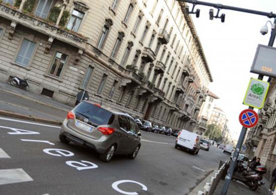 Milano, Area C: addio Diesel Euro 4, pagano anche GPL e metano