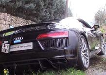 Audi R8 finisce in un fosso dopo accelerazione [Video]