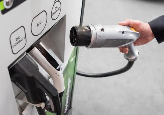 Auto elettriche, ogni nuova abitazione nell'UE avrà un punto di ricarica