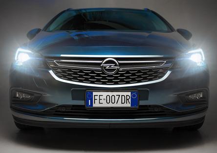 Opel Astra, abbiamo testato per voi i fari full led a matrice IntelliLux [Video]
