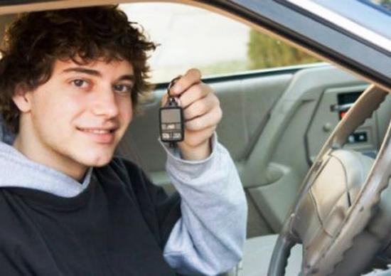 Patente B: 6 ore di guide obbligatorie in autoscuola per ottenerla
