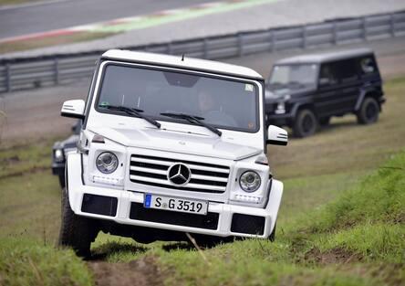 Mercedes Classe G: alla frusta tra pista e montagne artificiali