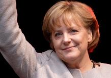 Merkel: «1 milione di auto elettriche entro il 2020 in Germania, ma niente incentivi ad hoc»