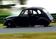 Citroen 2CV: con il motore della BMW R 1100 S è un mostro da pista - Video