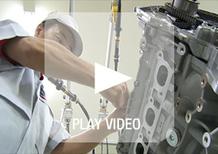 Nissan GT-R: l'artigianalità della costruzione del V6 biturbo VR38