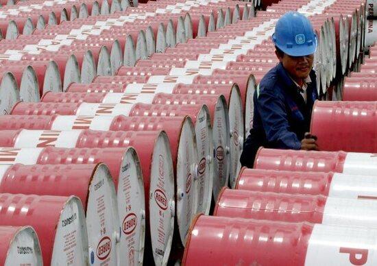 Petrolio: anche i Paesi non Opec riducono la produzione. Prezzi su