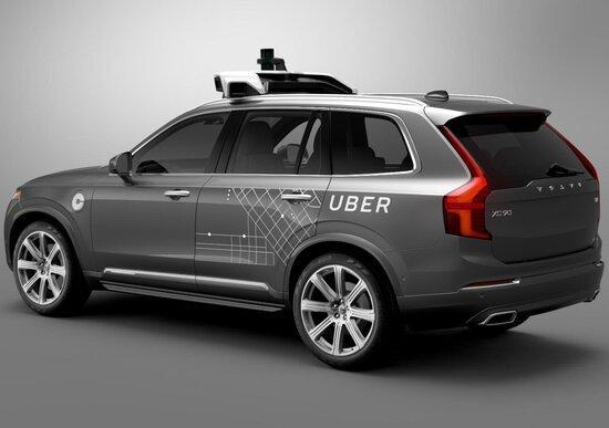 Uber, auto autonoma passa con il rosso: multa a San Francisco