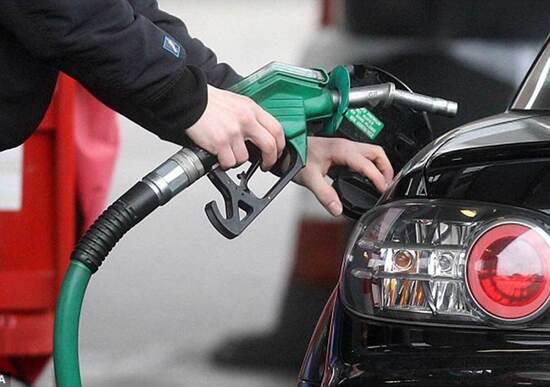 Caro carburanti: stangata a Natale da 130 milioni