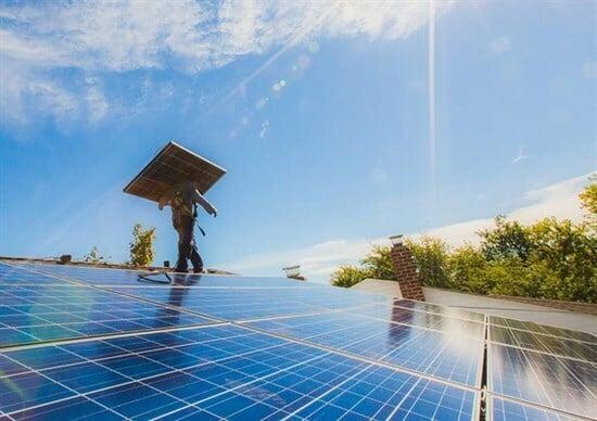Panasonic, 245 milioni di investimento nel fotovoltaico di Tesla