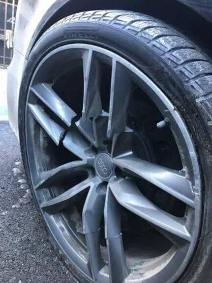 Valentino Rossi: incidente sulla neve con l'Audi RS6 (5)