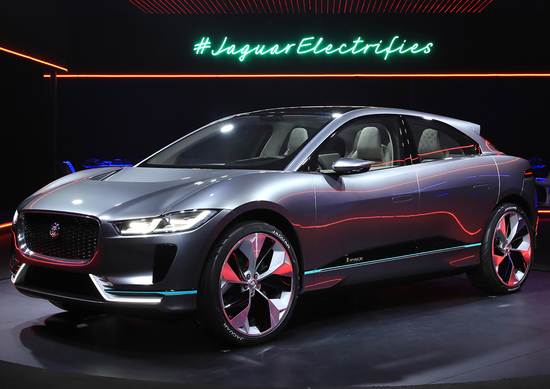 Jaguar-Land Rover guarda al futuro: accordo con CloudCar per auto connesse
