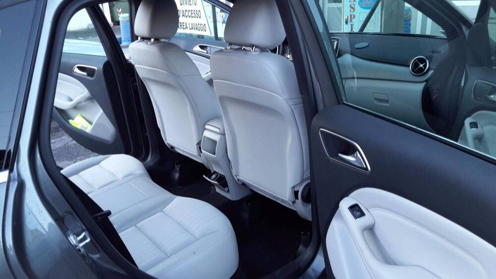 Mercedes-Benz Classe B 180 CDI BlueEFFICIENCY Premium del 2013 usata a Peschiera Borromeo (5)