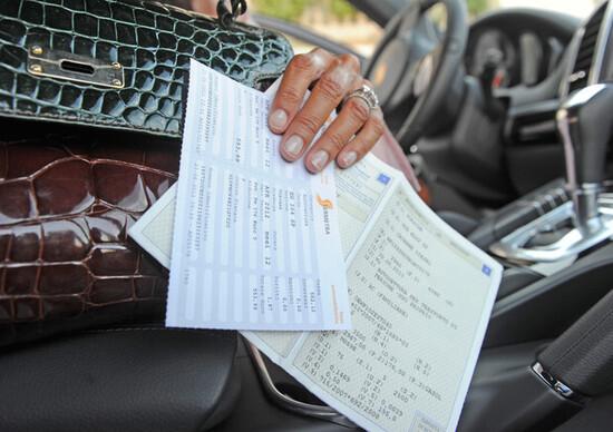 Bollo auto per circolare sulle statali: il piano per finanziare l'Anas