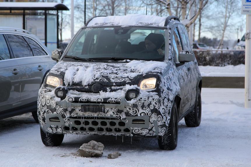 Fiat Panda: ecco le foto spia del restyling 2017 (2)