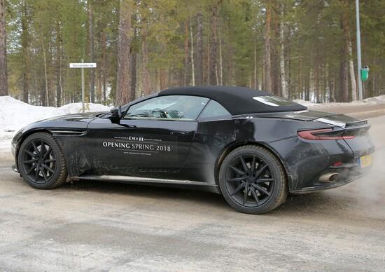 Aston Martin DB11 Volante: immagini dai test