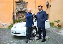 Nissan Italia consegna una Leaf al Presidente dell'Anci
