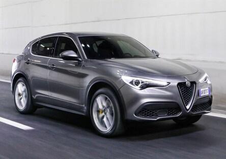 Alfa Romeo Stelvio, piacere di guida tutto italiano [Video primo test]