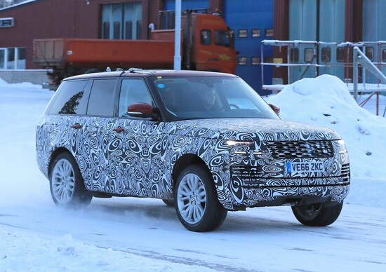 New Range Rover facelift: spy shots