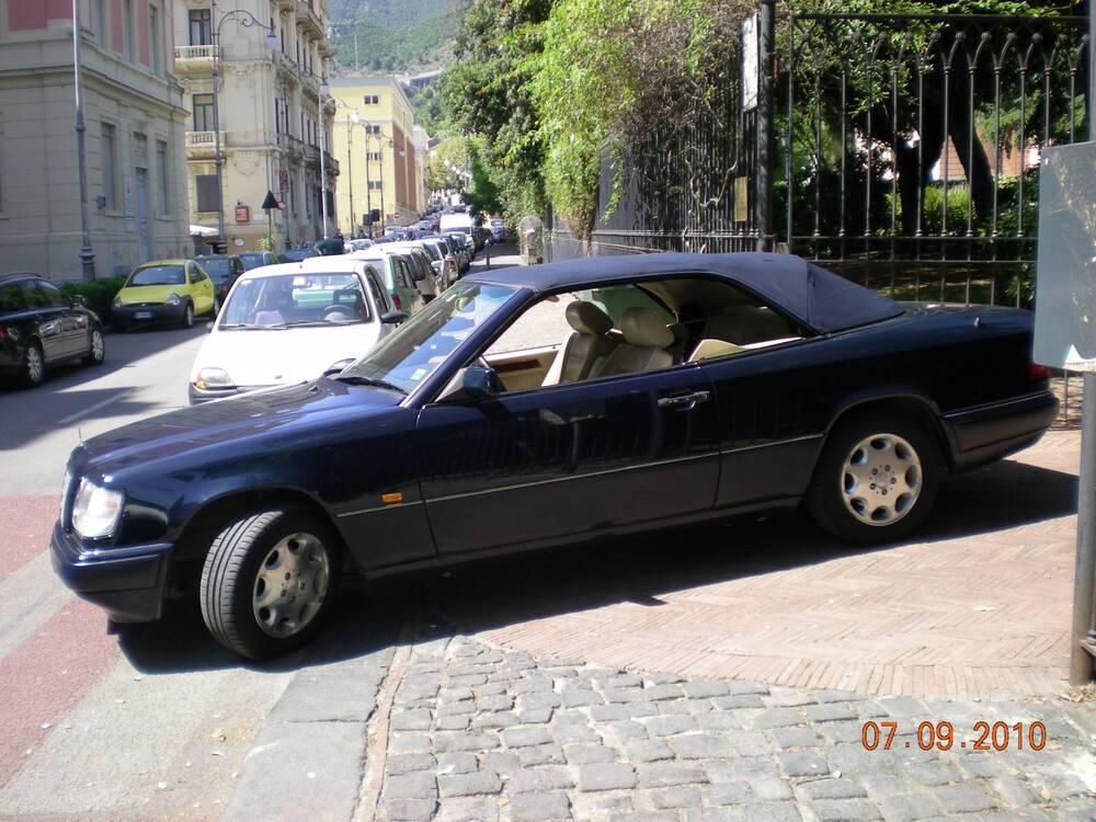 E 200 cabrio d'epoca del 1994 a Salerno